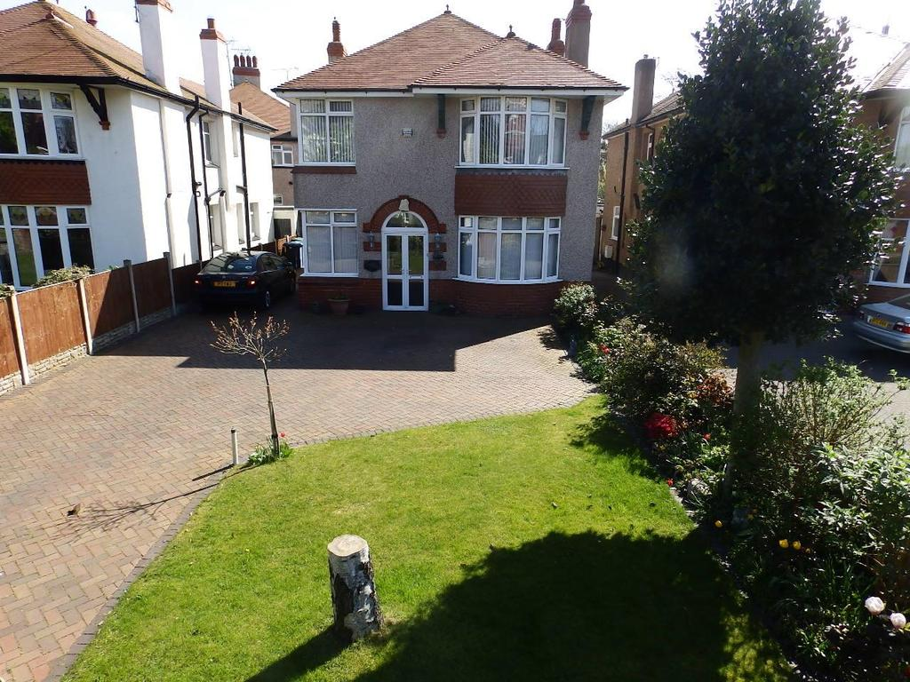 4 Bedrooms Detached House for sale in Russell Road, Rhyl