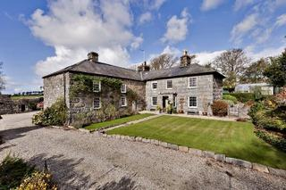 9 Bedrooms Country House Character Property for sale in Llanfair Isaf,, Llanfair LL46