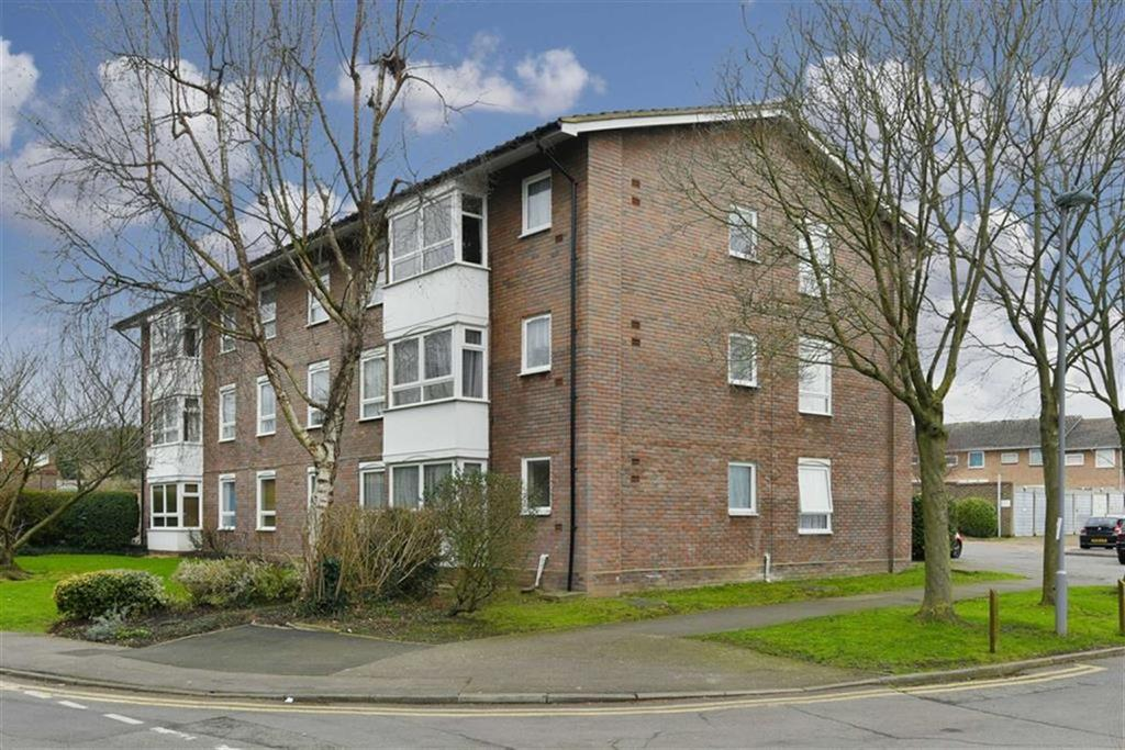 2 Bedrooms Flat for sale in Handside Close, Worcester Park, Surrey