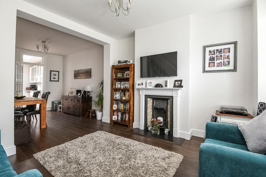 3 Bedrooms Terraced House for sale in Sydney Road, Raynes Park, SW20