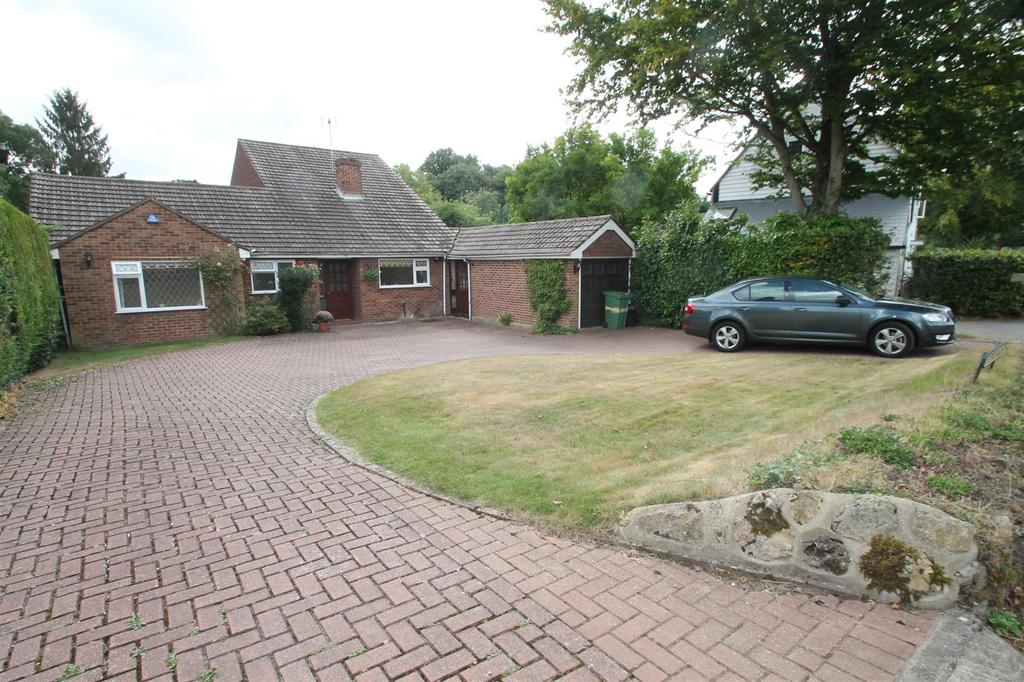 4 Bedrooms Bungalow for sale in Workhouse Lane, East Farleigh, Maidstone