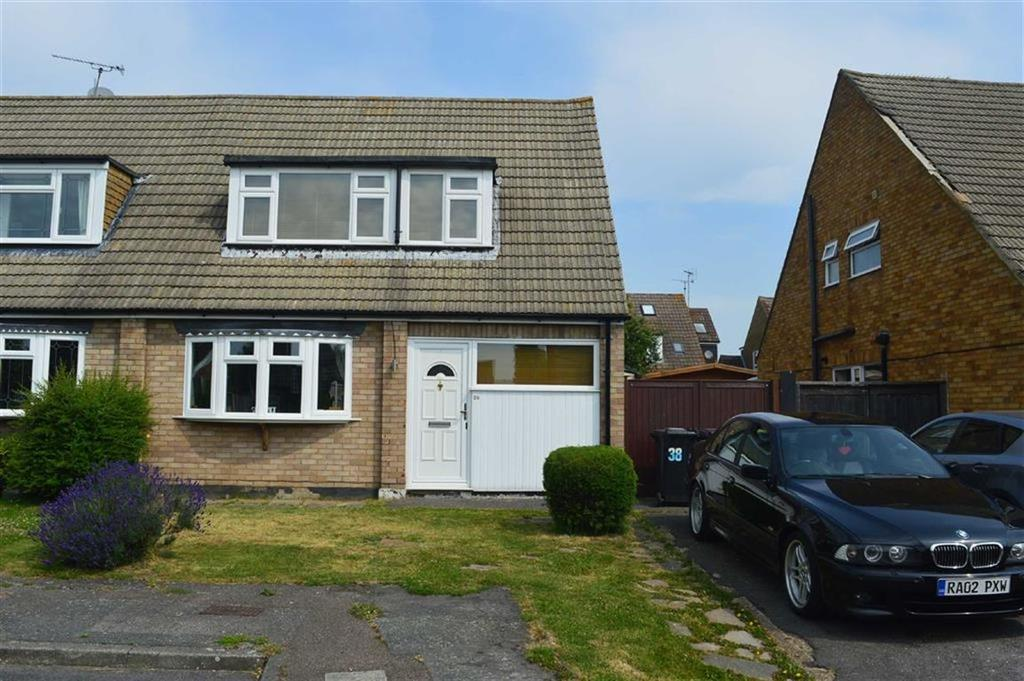 2 Bedrooms Semi Detached House for sale in Newton Hall Gardens, Ashngdon, Essex