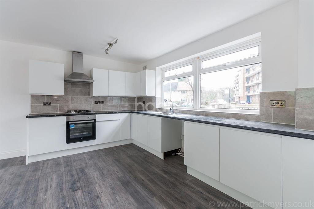 3 Bedrooms Semi Detached House for sale in Bowen Drive West Dulwich London SE21