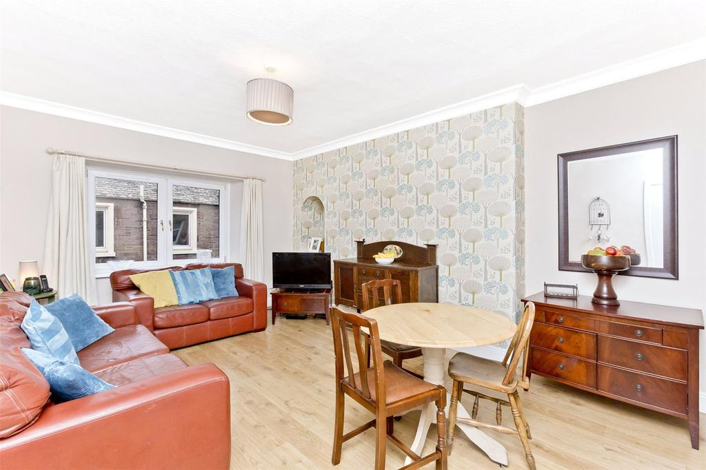 2 Bedrooms Flat for sale in 45 King Street, Crieff, Perthshire, PH7