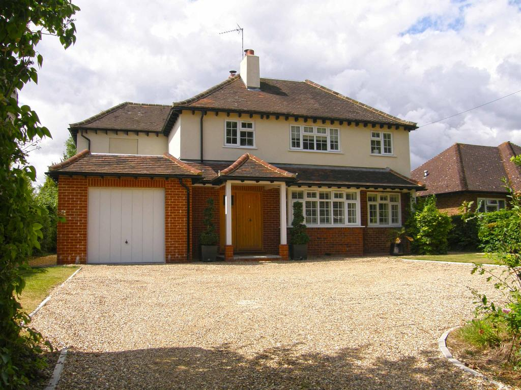 4 Bedrooms Detached House for sale in Church road, Little Berkhamsted SG13