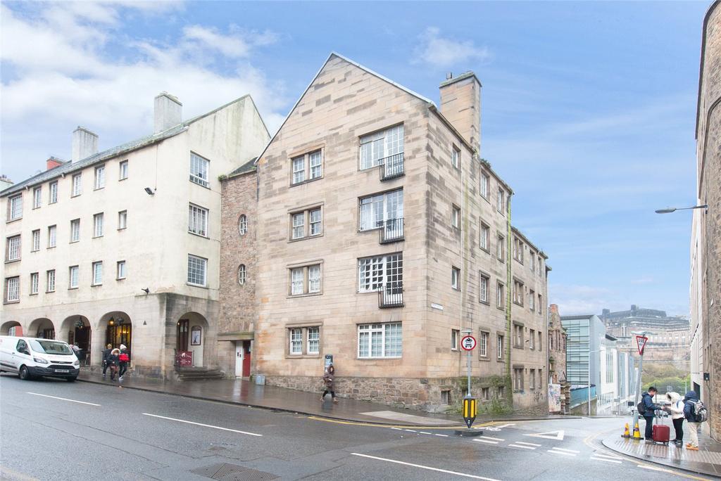 3 Bedrooms Apartment Flat for sale in Canongate, Edinburgh
