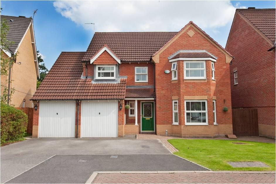 4 Bedrooms Detached House for sale in Templeton Drive, Fearnhead, Warrington WA2