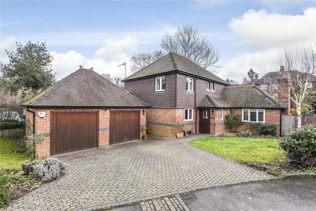4 Bedrooms Detached House for sale in Riverdale, Farnham, Surrey