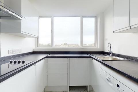 2 bedroom flat to rent - Robins Court, Petersham Road