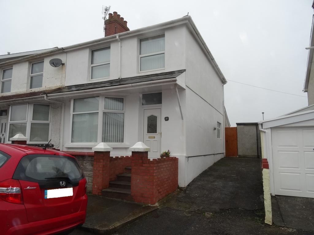 3 Bedrooms End Of Terrace House for sale in LEWIS PLACE, PORTHCAWL, CF36 3EG