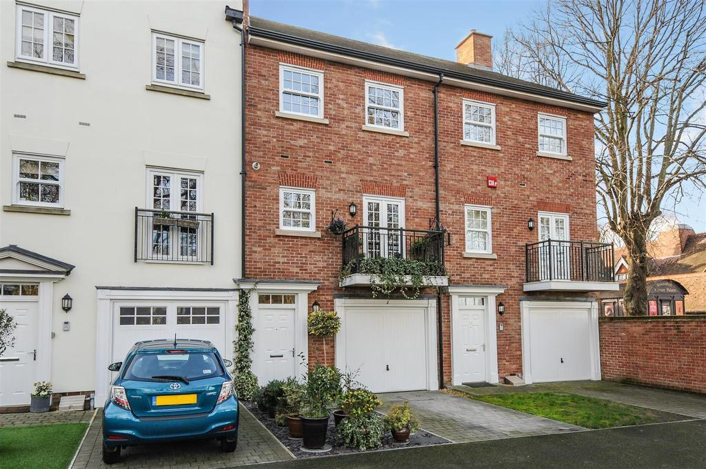 3 Bedrooms Terraced House for sale in New Park Road, Chichester