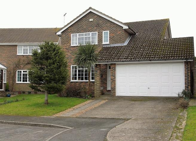 3 Bedrooms Detached House for sale in Dean Way, Storrington RH20