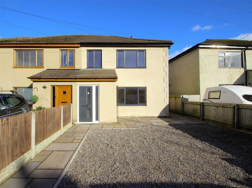 4 Bedrooms Semi Detached House for sale in Padiham Road, Sabden