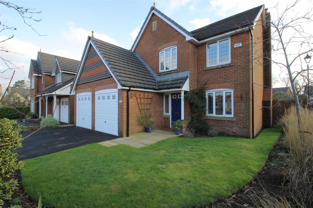 5 Bedrooms Detached House for sale in Pendle Drive, Calderstones Park, Whalley