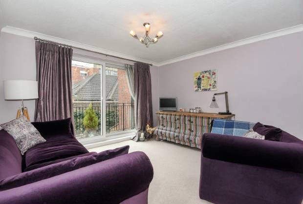 2 Bedrooms Maisonette Flat for sale in Fountain Gardens Windsor