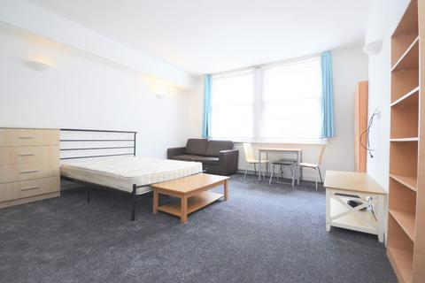 Studio to rent - Royal College Street, Camden