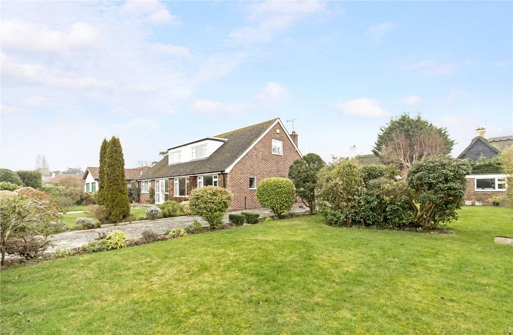4 Bedrooms Detached Bungalow for sale in Tithe Barn Close, Aldwick Bay Estate, Bognor Regis, West Sussex