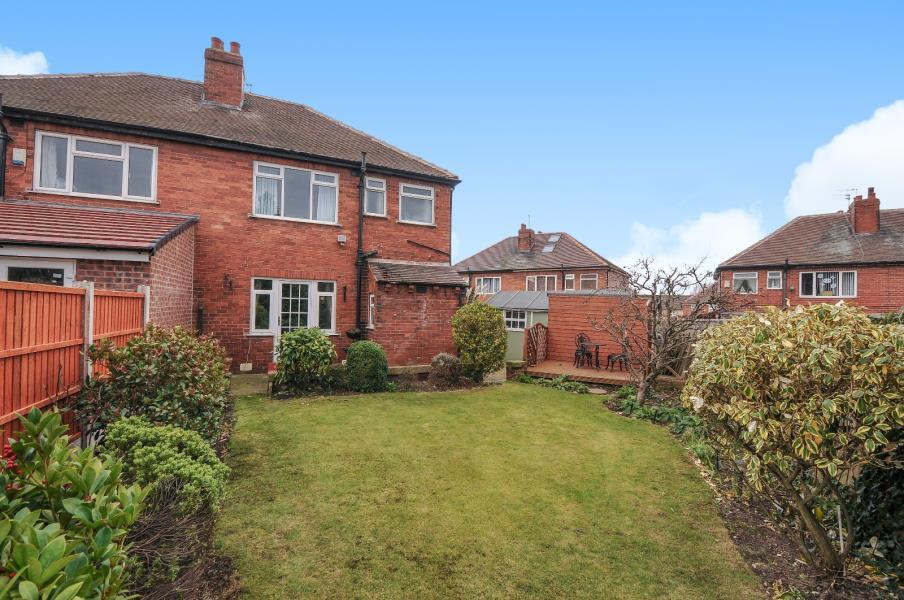 3 Bedrooms Semi Detached House for sale in BELLE ISLE DRIVE, SANDAL, WAKEFIELD, WF1 5JZ
