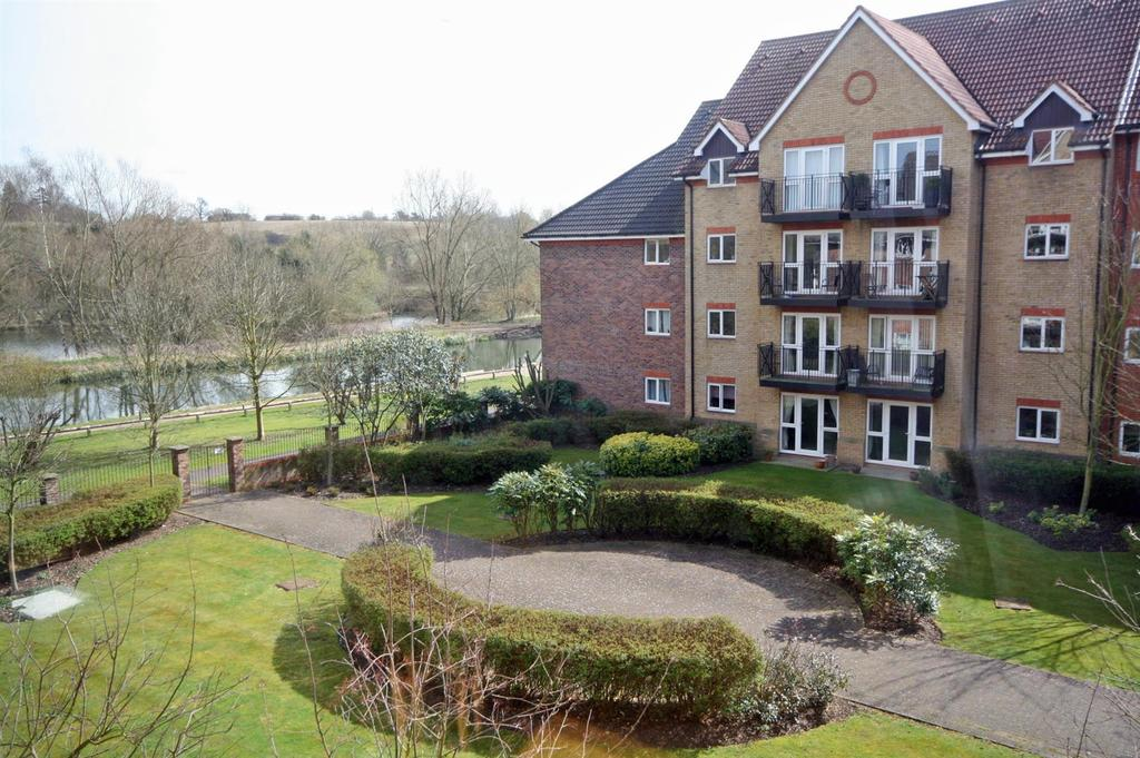 2 Bedrooms Apartment Flat for sale in Crane Mead, Ware