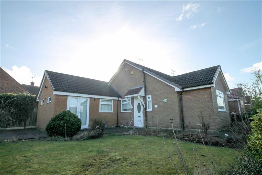 2 Bedrooms Semi Detached Bungalow for sale in Siddington Avenue, Leftwich
