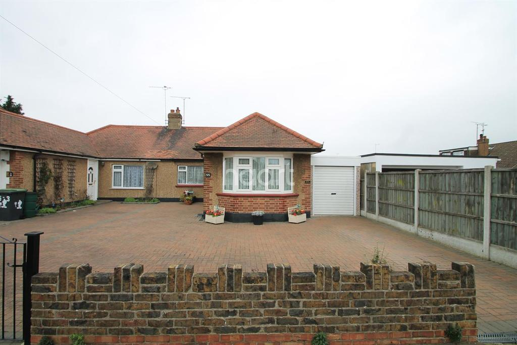 2 Bedrooms Bungalow for sale in Greenways, Thorpe Bay