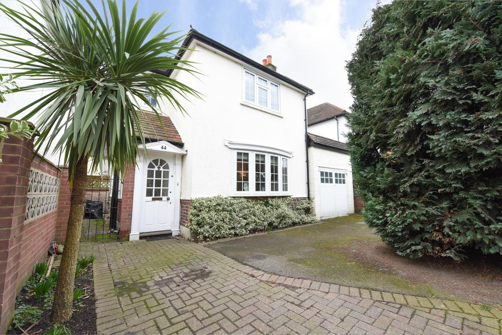 3 Bedrooms Detached House for sale in Churchfield Road, WALTON ON THAMES KT12