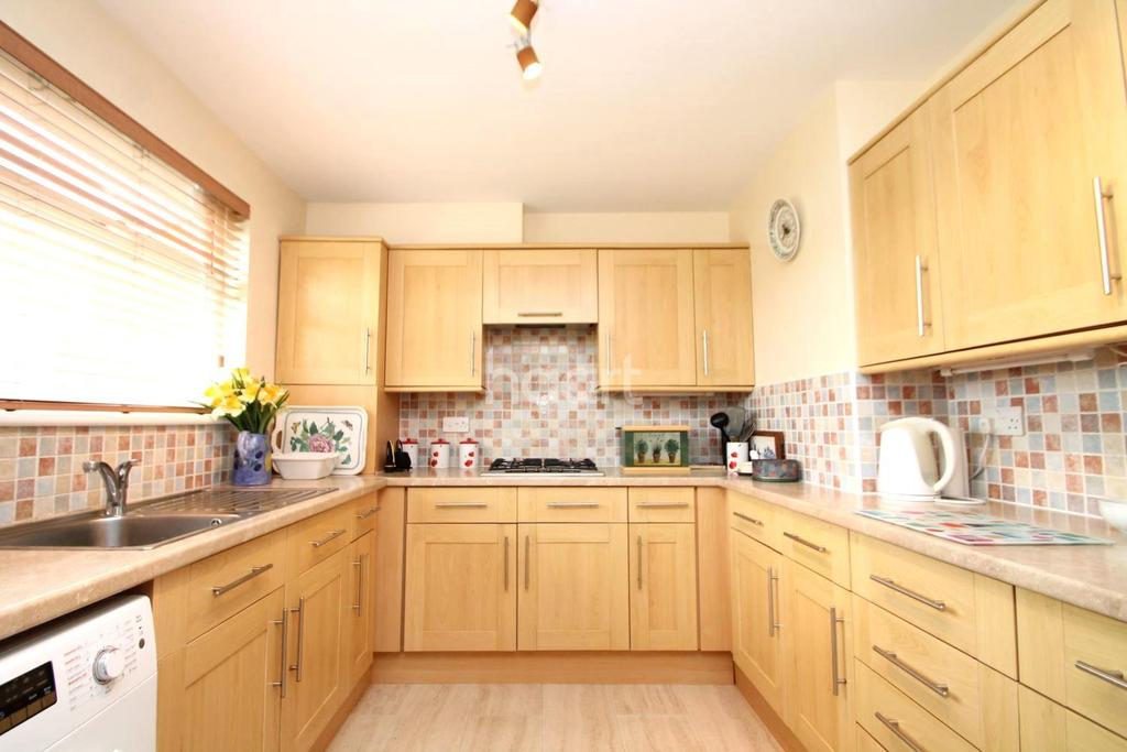 2 Bedrooms Flat for sale in Dungannon Chase, Thorpe Bay