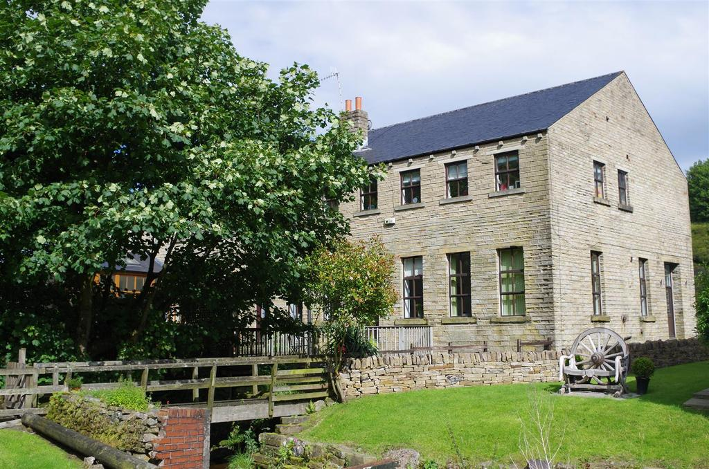 5 Bedrooms Unique Property for sale in Berry Mill Lane, Scammonden, Huddersfield