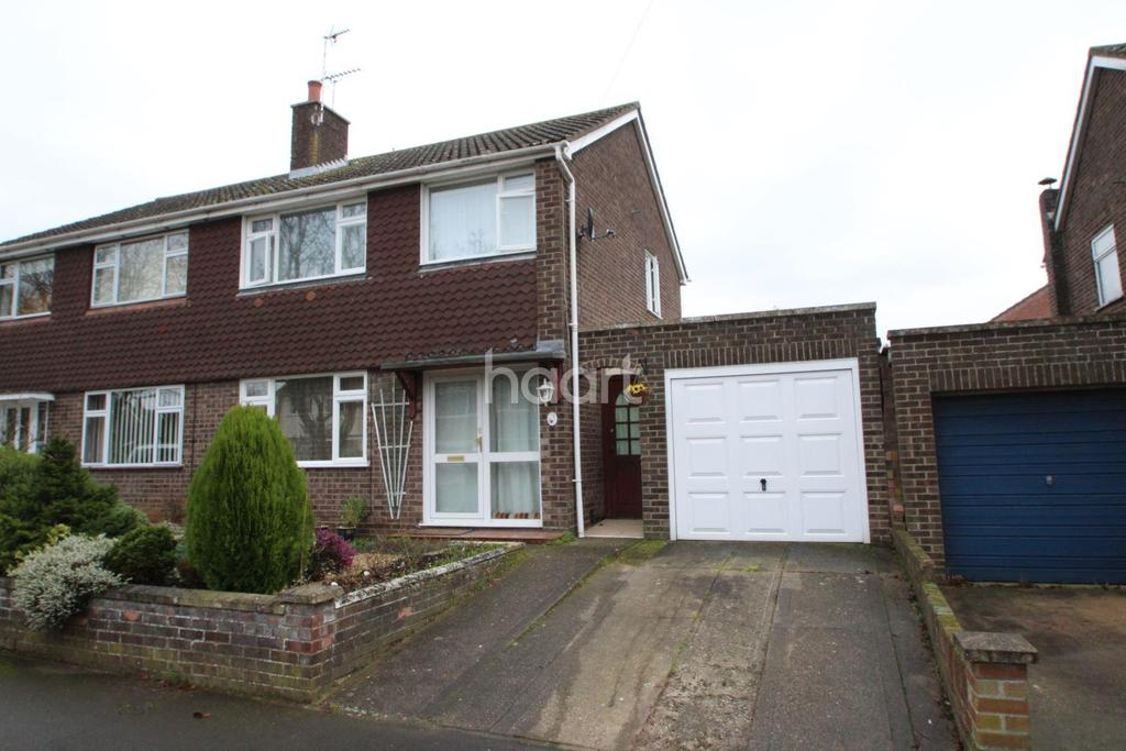3 Bedrooms Semi Detached House for sale in Bronyon Close, Bury St Edmunds
