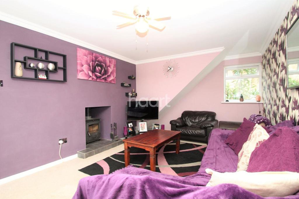 3 Bedrooms Terraced House for sale in Capmbell Road, Witham CM8 2RY