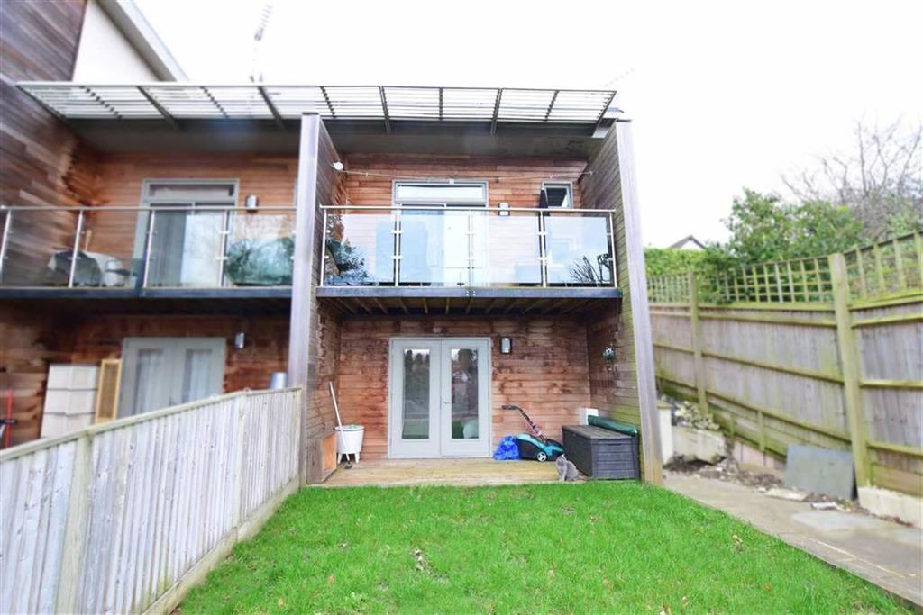 2 Bedrooms Town House for sale in Grove Hill Close, Emmer Green, Reading