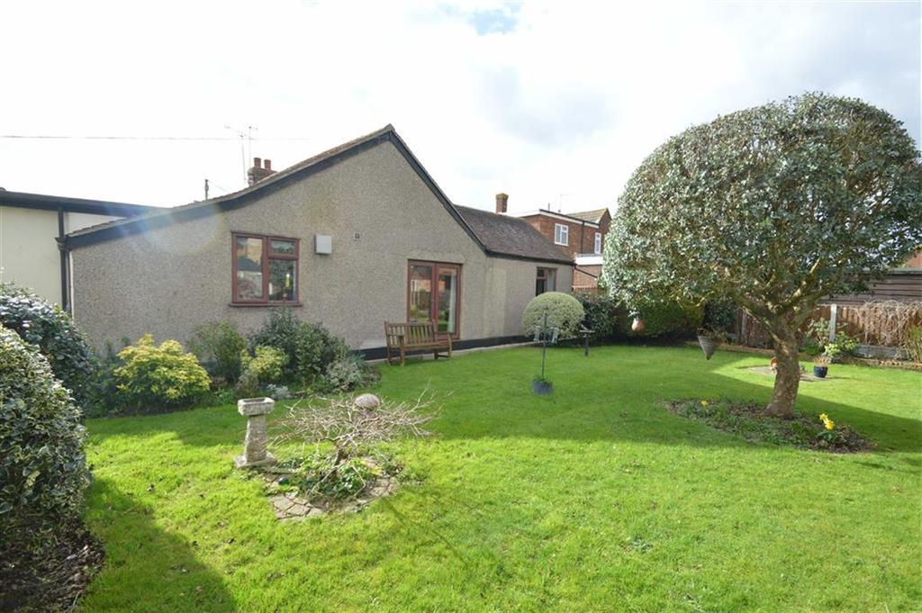 2 Bedrooms Semi Detached Bungalow for sale in High Street, Canewdon, Essex