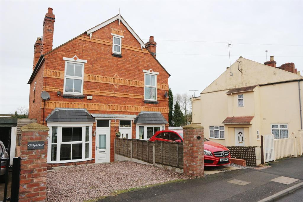 3 Bedrooms Semi Detached House for sale in Queen Street, Kingswinford