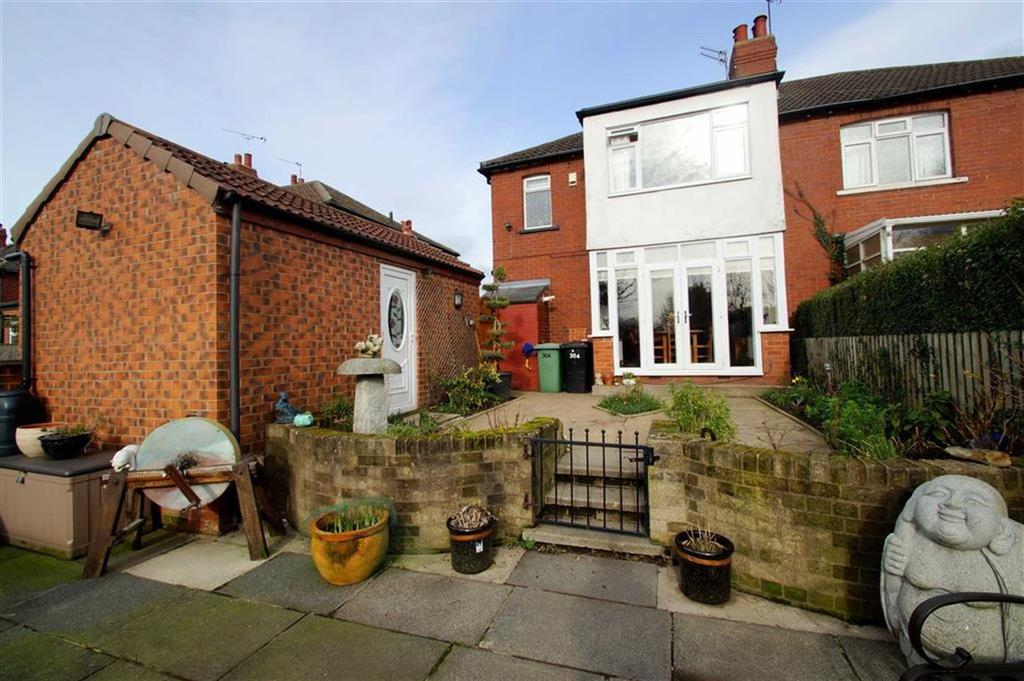 3 Bedrooms Semi Detached House for sale in Selby Road, Leeds