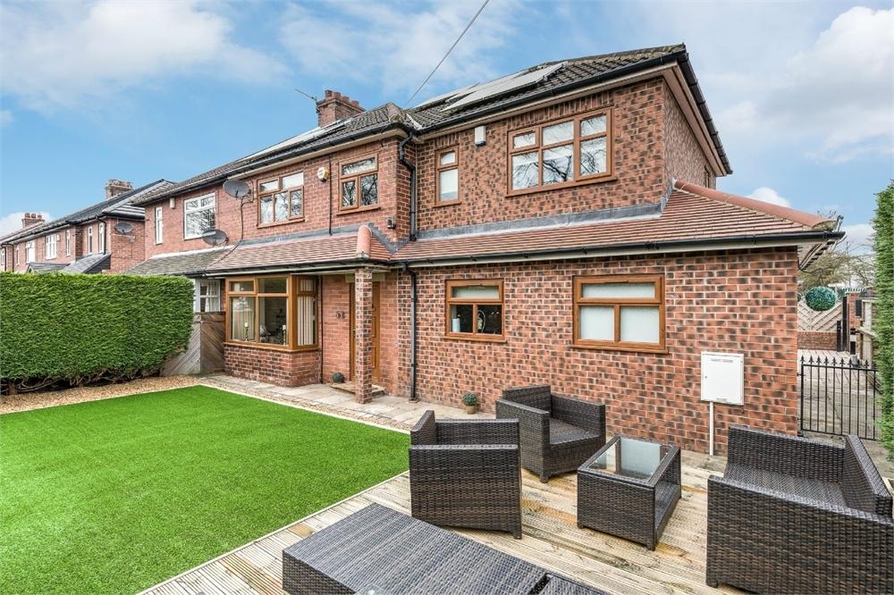 5 Bedrooms Semi Detached House for sale in Moorlands Road, Birkenshaw, West Yorkshire