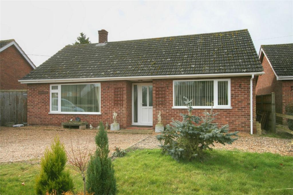 3 Bedrooms Detached Bungalow for sale in Chapel St, Rockland St Peter, ATTLEBOROUGH, Norfolk