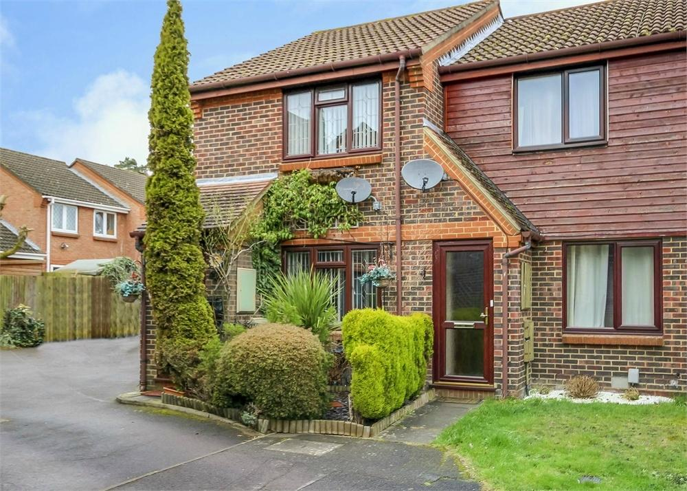 2 Bedrooms End Of Terrace House for sale in Charterhouse Close, Forest Park, Bracknell, Berkshire