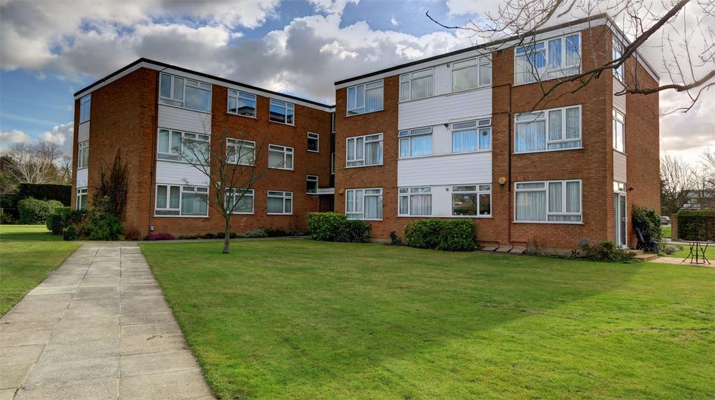 3 Bedrooms Flat for sale in Hawthorne Road, Bickley, Bromley, Kent
