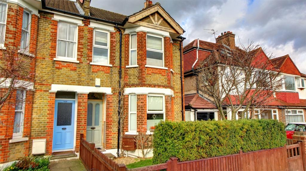 3 Bedrooms Semi Detached House for sale in Crown Lane, Bromley, Kent