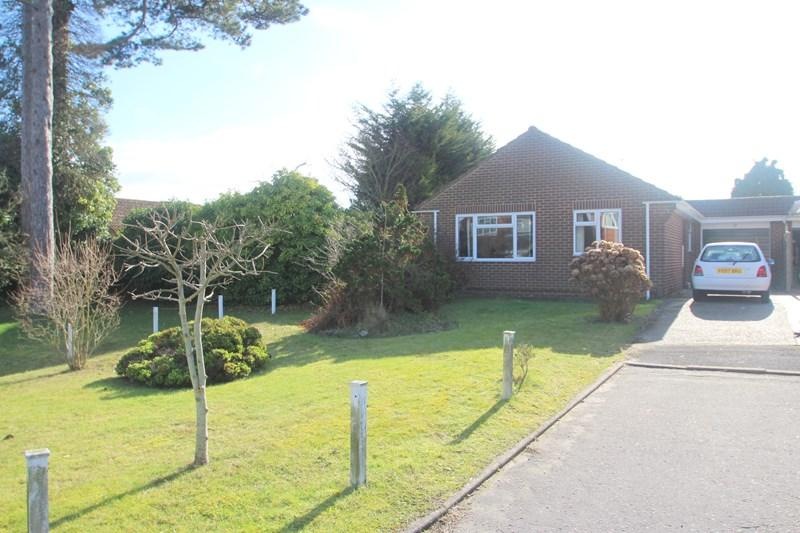 3 Bedrooms Bungalow for sale in Fry Close, Southampton