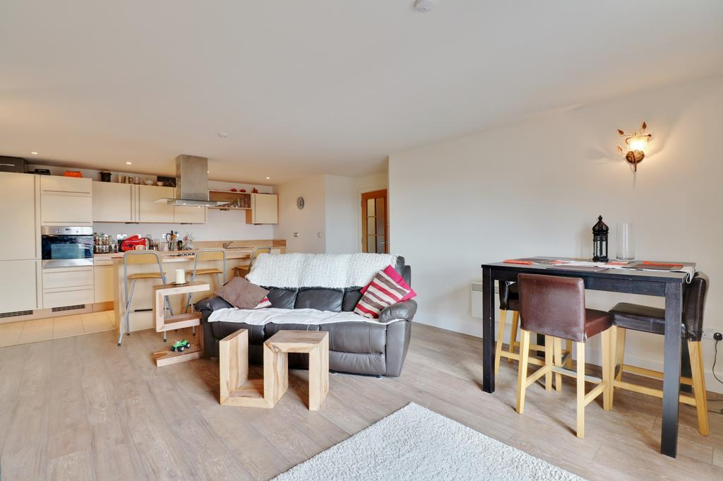2 Bedrooms Apartment Flat for sale in Brecon House, Gunwharf Quays