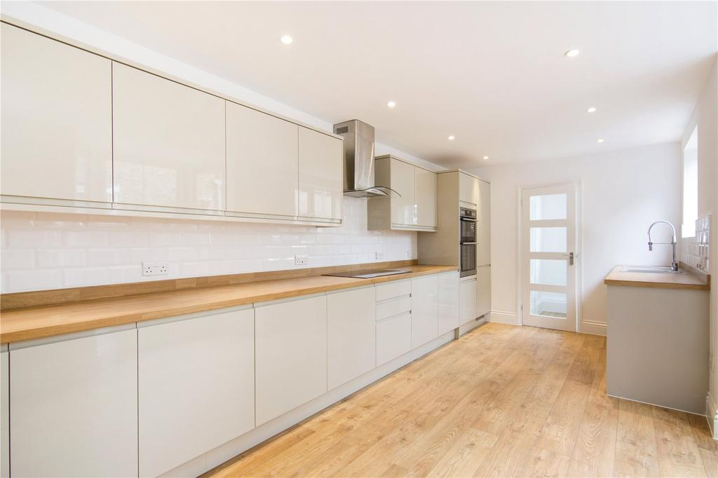 4 Bedrooms Terraced House for sale in Warwick Road, London, E15