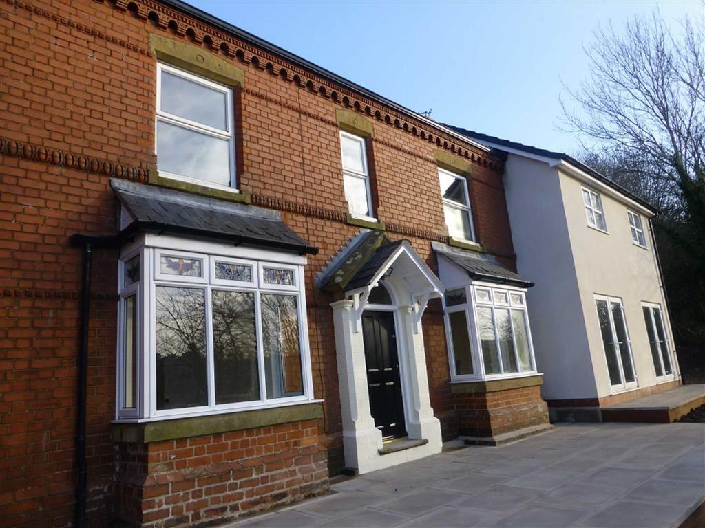 3 Bedrooms Detached House for sale in Clayton Road, Pentre Broughton, Wrexham