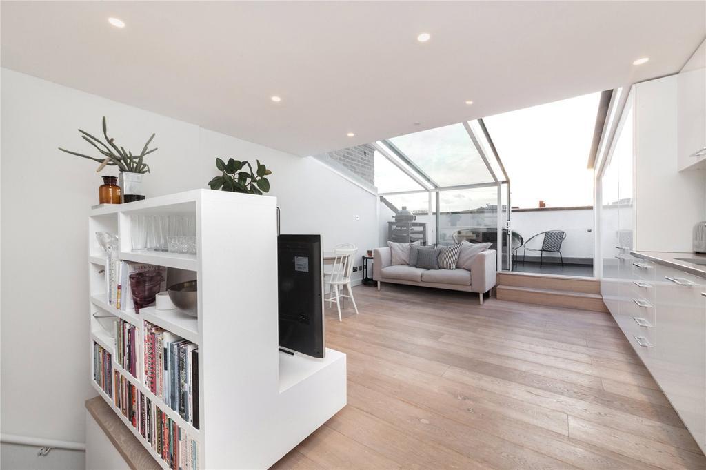 2 Bedrooms Flat for sale in St Peters Street, Islington, London