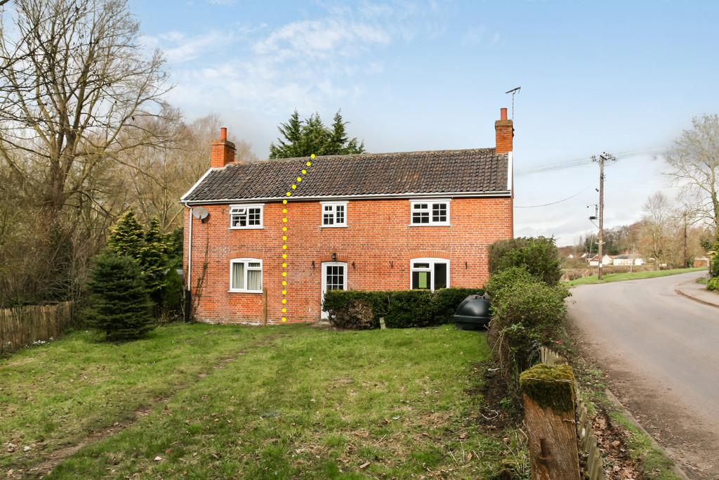 3 Bedrooms Semi Detached House for sale in Badingham, Nr Framlingham, Suffolk