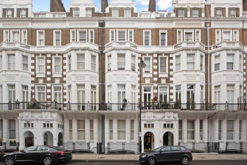2 Bedrooms Flat for sale in Harrington Gardens, South Kensington