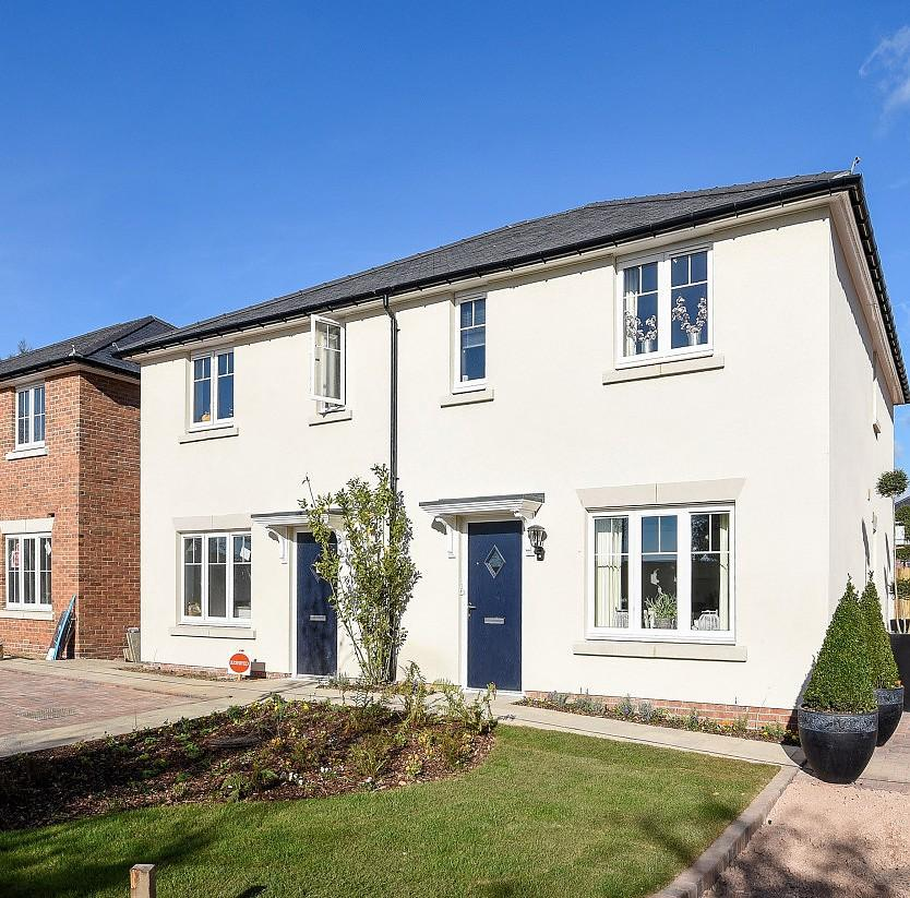 3 Bedrooms Semi Detached House for sale in Main Road, Southbourne, PO10