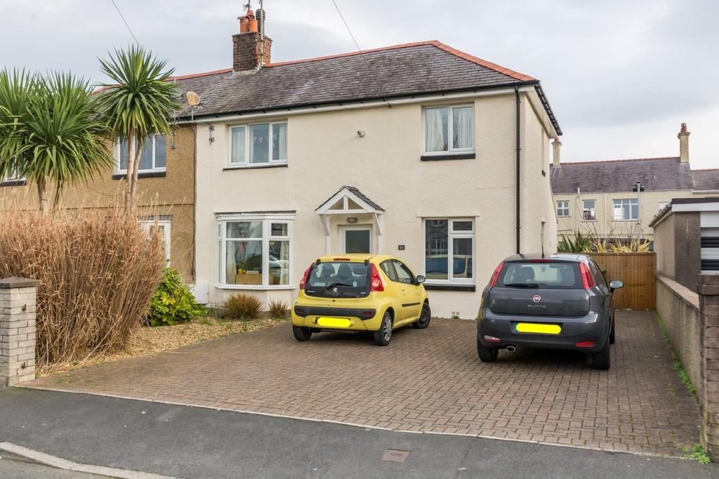4 Bedrooms Semi Detached House for sale in Maes Y Dref, Bangor, North Wales