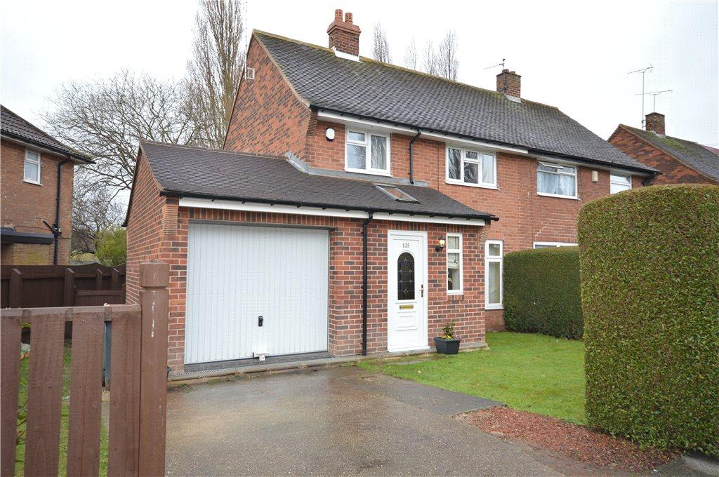 3 Bedrooms Semi Detached House for sale in Winrose Approach, Leeds, West Yorkshire