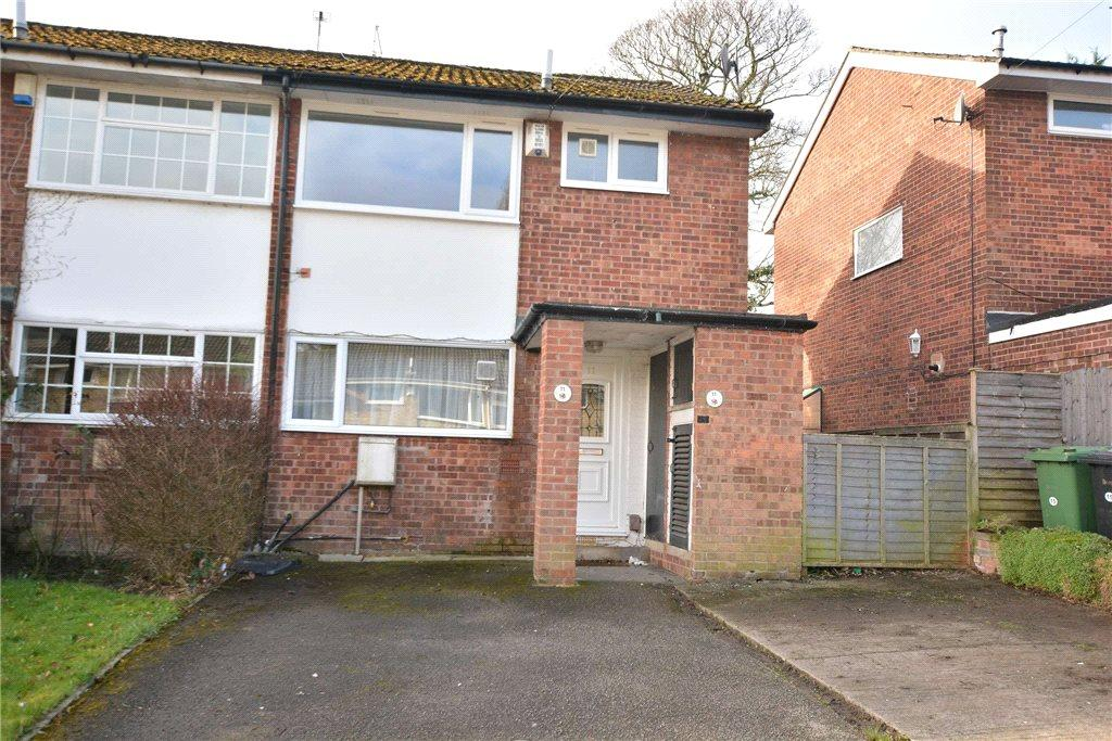 3 Bedrooms Terraced House for sale in North Close, Oakwood, Leeds